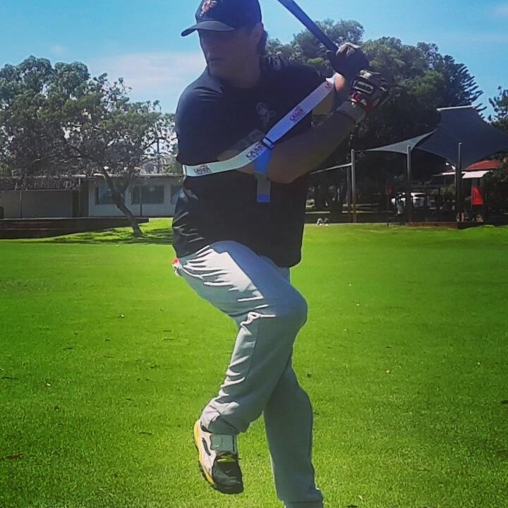 뒷팔 팔꿈치를 바깥족으로 빼면 저항력은 강해지고, 정점에 도달할때까지 힘과 정확도와 속도를 증대시켜 줍니다.
