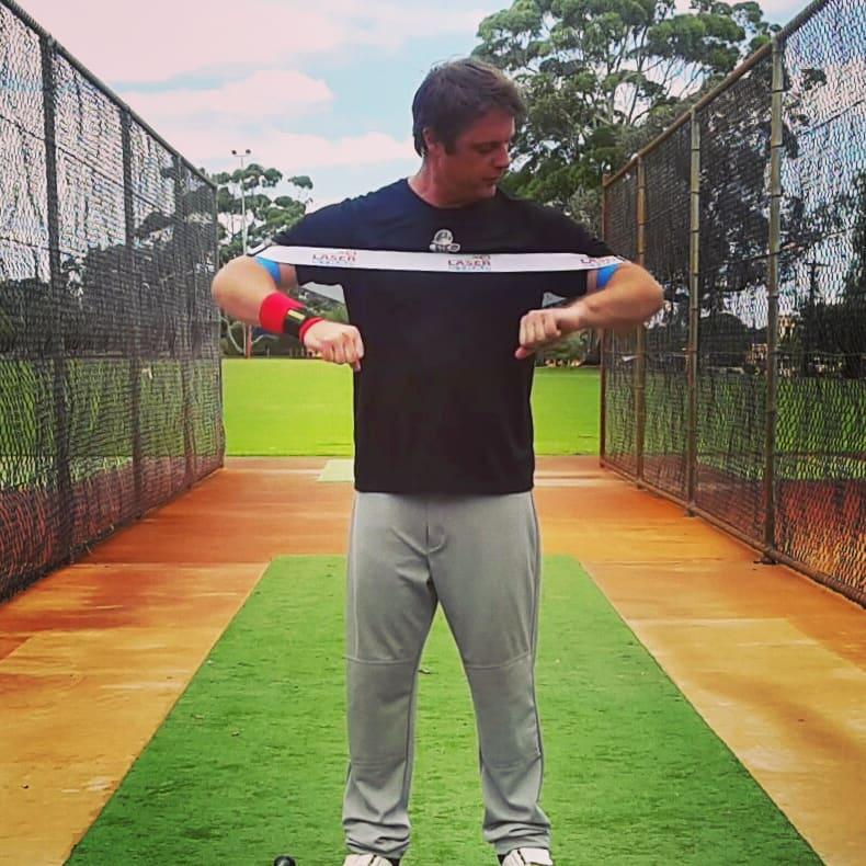 야구 파워 스윙 밴드를 이용한 스윙 자세 연습 레이저스트랩