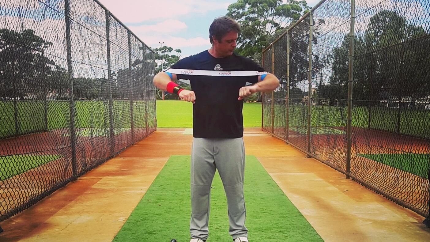 야구 밴드를 이용한 스윙 자세 연습 파워를 향상시키고